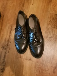 Two shoes (size: 11)