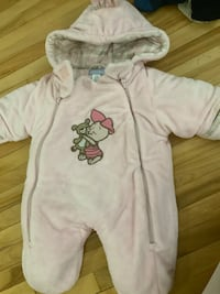 Like new snowsuit/ costume des neiges toys r us Montréal, H3S 1X3
