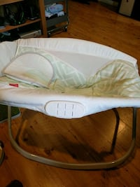Fisher Price Rock N play  bassinet w/Bluetooth Westminster