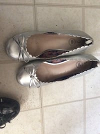 Pair of white floral flats 368 mi