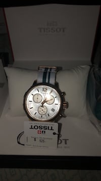 round silver-colored chronograph watch with link bracelet Toronto, M1X 1X8