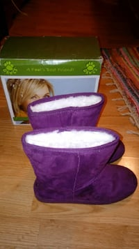 Brand new size 8 purple dawg boots