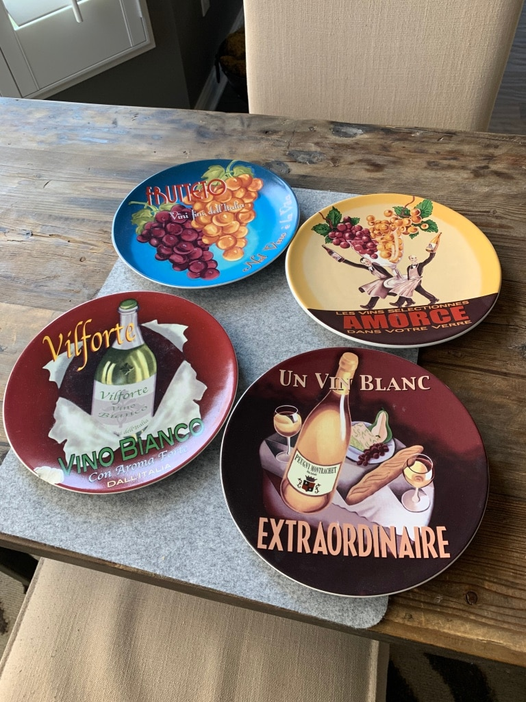 Photo POTTERY BARN APPITIZER PLATES/set of 4Great shape one plate has chip