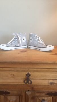 Size 5 ( not toddler ) Converse All Star