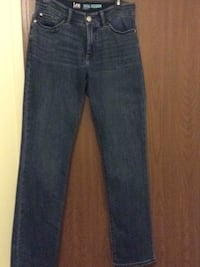 Womens Lee Jeans straight leg ( worn twice )