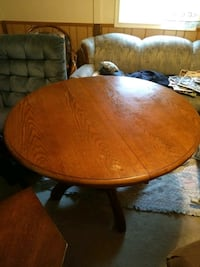 Round brown oak table with 2 chairs  Berryville, 22611