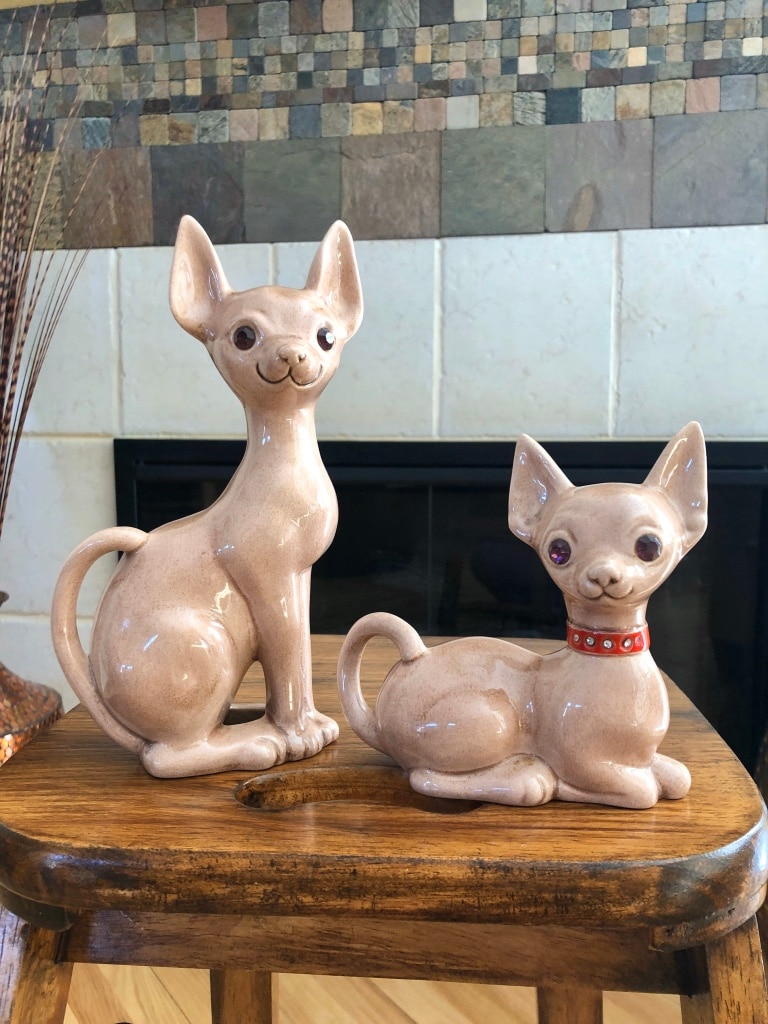 Photo Kitschy Vintage Mid-Century Earthenware Jeweled Eye Sphynx Cat Duo – Circa 1960