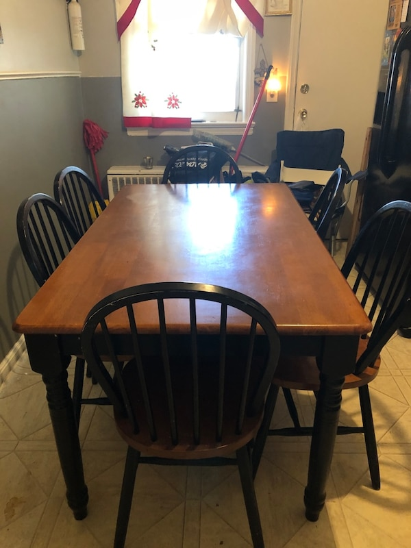 Dining Table 92669a62-4e08-4901-bc48-05063b52ebfc