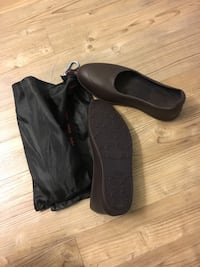Swims brown overshoes  29 km