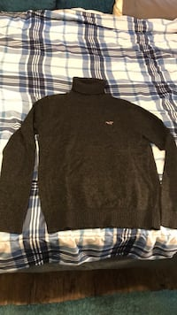 Black hollister sweater Conway, 29526