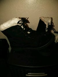 pair of black suede boots Merced, 95340