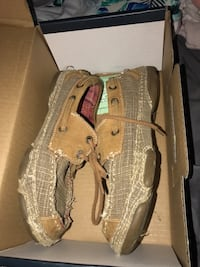 Pair of brown leather boat shoes 1059 mi