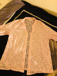 Women baby pink floral long-sleeved button up shirt/ blazer depending on how you style it. Size 16-18(xl) Norcross, 30093
