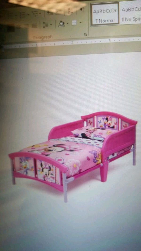 Minnie Mouse Toddler Bed 01e049b2-8057-4329-92f6-b60c7508d348