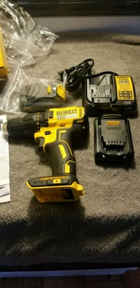 20 vol dewalt  driver drill  with charger in 2 bat Columbus, 43223