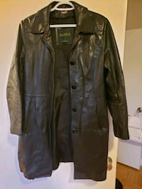 Danier 3/4 length fitted jacket with removable thermol liner Toronto, M8Y 3Y7