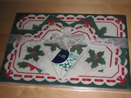 NEW Christmas Holiday Placemat and Napkin Decoration (4 Setting)