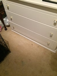 white wooden 3-drawer chest Vienna, 22180