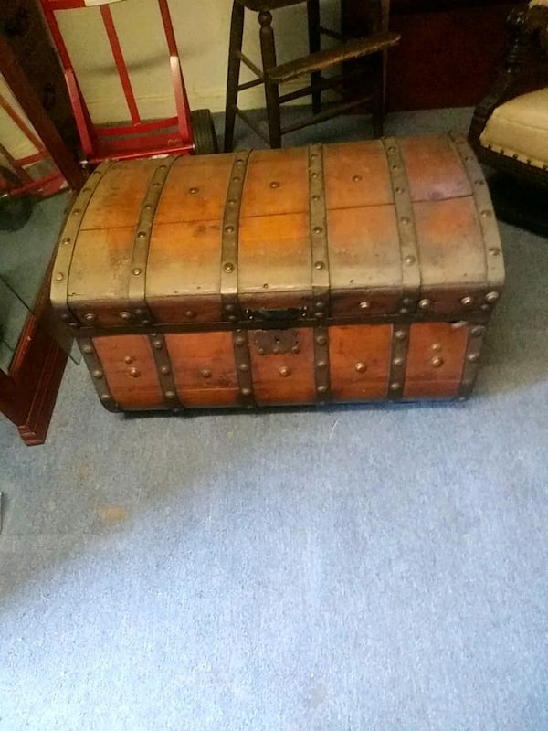 A true antique Jenny Lind Trunk.   0