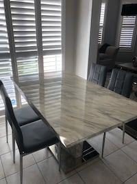 Dinning table for sale Milton, L9T 2R1