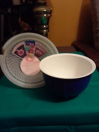 Blue tupperware bowl and microwave colander steame