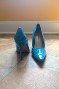 Women's blue pointed toe high heels size: 6.5