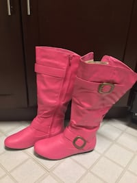 Pair of pink leather boots Hyattsville, 20783