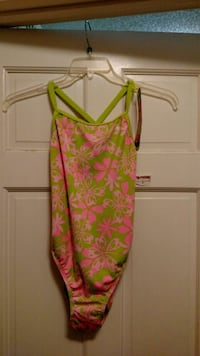 Womens medium size one piece swimsuit