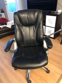 black leather office rolling chair Milton, L9T 3X4