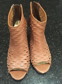 pair of brown leather open-toe sandals Langley, V1M 1R8