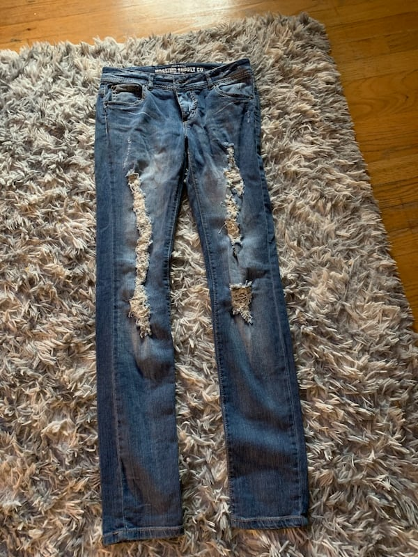 Lot of   jeans and tops a7ba43fd-47bf-4809-a025-39330a065416
