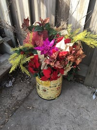 red and white petaled flowers 858 mi