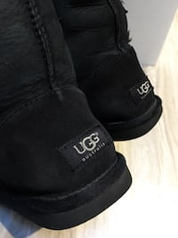 325$-tall uggs size 5.5/6 gently used come from clean smoke free home London, N5W 6E2