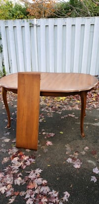 Wood dining table London, N5W
