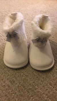 New ! Never Worn ! 3-6 Months White Booties Waldorf, 20601
