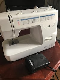 white Singer electric sewing machine Brampton, L6W 3R8