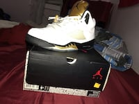 unpaired white Air Jordan 6 shoe with box New Haven, 06511