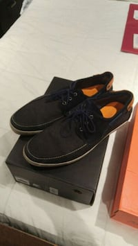 pair of black Vans low-top sneakers with box Toronto, M1E 4S6