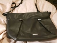 Great black tote bag...lots of storage...like new barely used Burnaby, V5G 1N7