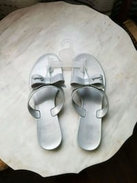 pair of white leather sandals Laval, H7V 3Z7