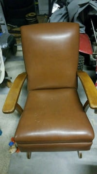1930 leather rocking chair Victorville, 92394