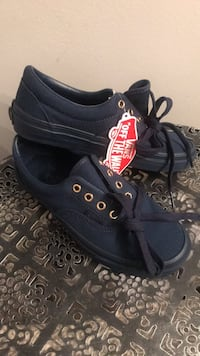 Shoes navy blue vans size 4.5 youth never been worn still have the box Fontana, 92335