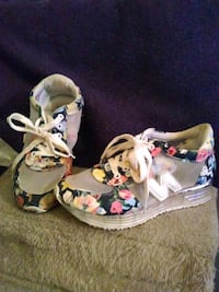 Women size 6 and 1/2 sneakers Manchester, 06040