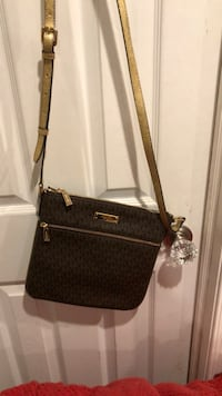 Michael kors brown crossbody with gold strap NWT Bayville, 08721