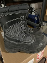Boys size 2 northern face waterproof boots  Vaughan, L4H 1X1