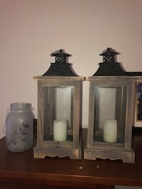 2 lanterns with battery candles