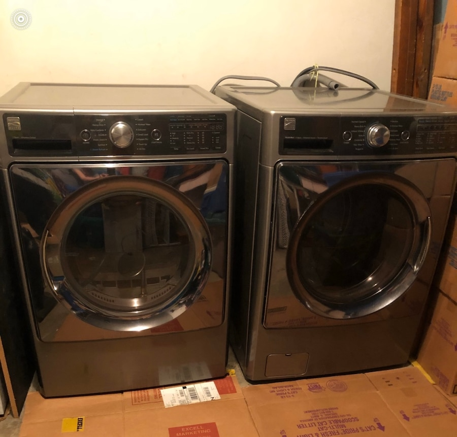 Photo Kenmore Elite king size washer and dryer