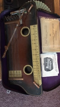 Brown string instrument North Pole, 99705