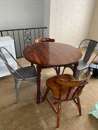 Table and chairs 318 mi