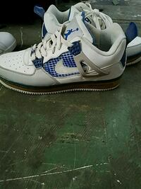 white-and-blue Air Jordan 3 shoes Roswell, 88201